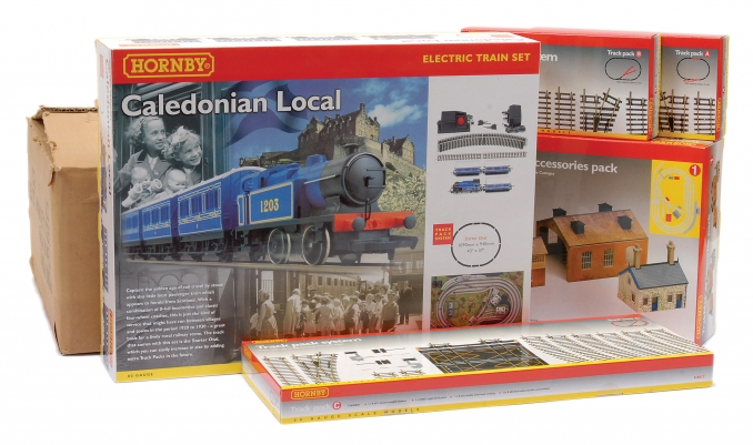 Hornby (China) R1028 (Caledonian Plus Set) comprising R1016