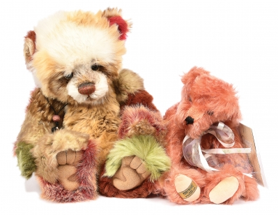 Pair of teddy bears: