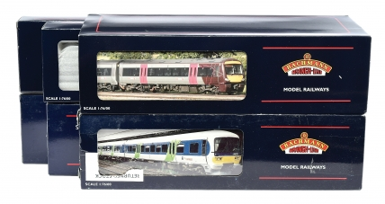 Bachmann OO Gauge pair of 3-car Units consisting of Ref 31-026
