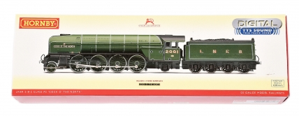 Hornby (China) R3246TTS 2-8-2 LNER green P2 Class No.2001