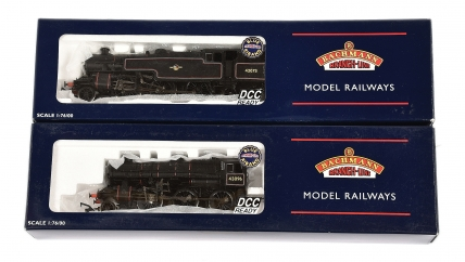 Bachmann OO Gauge BR lined black Steam Locos comprising 32-579