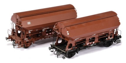 Hubner O Gauge pair of DB All brown 2 Bay Hoppers 350 223 and