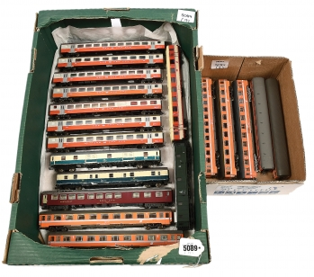 HO unboxed European Outline Passenger Coaches comprising Liliput