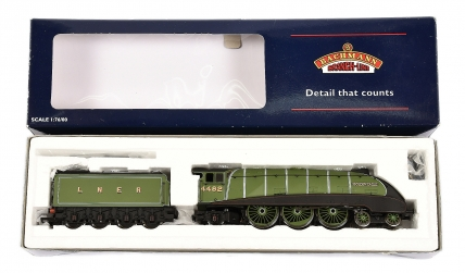 Bachmann OO Gauge 31-956 lined Apple green livery A4 Class 4482