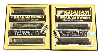Graham Farish N Gauge Diesel Multiple Units comprising 8146 3-car